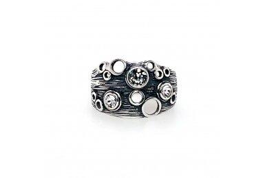Žiedas su krištolo akutėmis